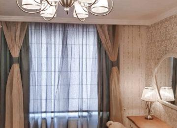 Римские шторы за тюлью
