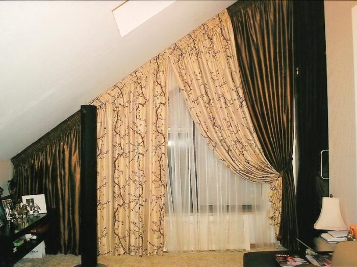 Дизайн шторы на мансарду под углом