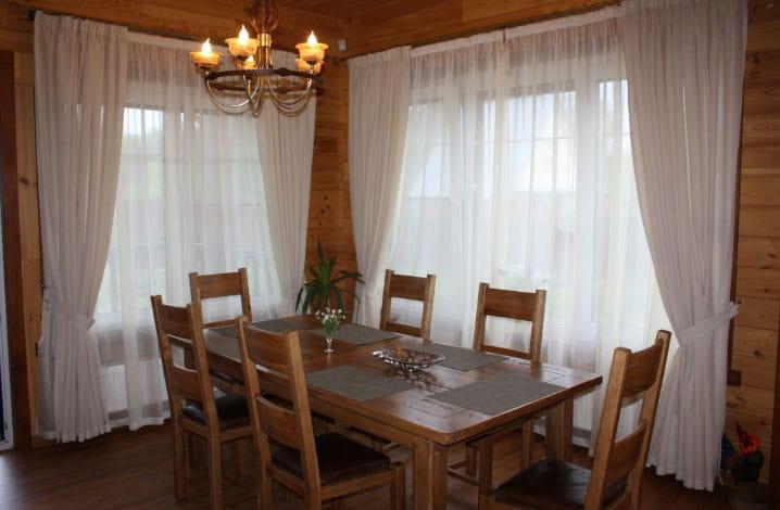 Шторы в деревянном доме – особенности дизайна